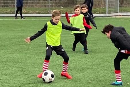 Ook in de kou houden we bij RKAVV het jeugdvoetbal warm